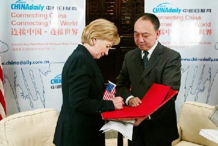 希拉里接受中国媒体专访呼吁为清洁能源努力