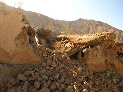 新疆柯坪县地震频发逾万人转移
