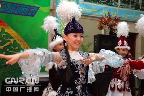 新疆哈萨克族两会成员在京欢度 ...