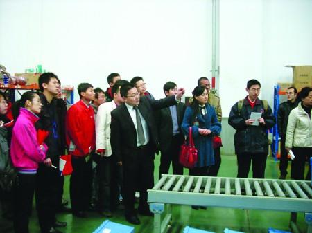 杨小莉广州广辉小学老师_教学主要以培养技能训练为主,获得青岛市技能大赛状元的杨小莉老师