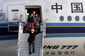 98名中国公民乘包机从墨西哥回国(图)
