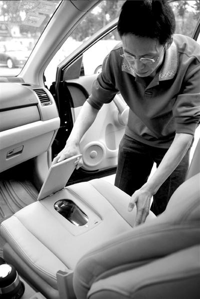 """将副驾驶座位变为马桶的""""魔幻座椅""""车"""