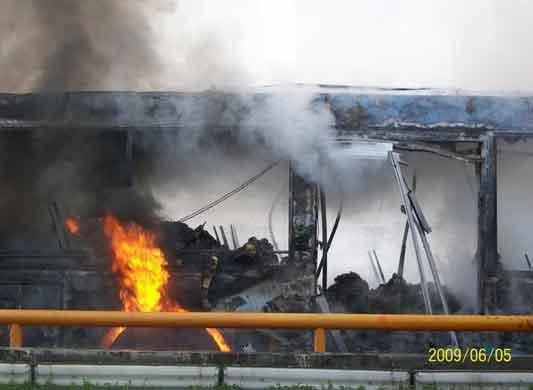 成都公交车今晨发生燃烧44人受伤(组图)