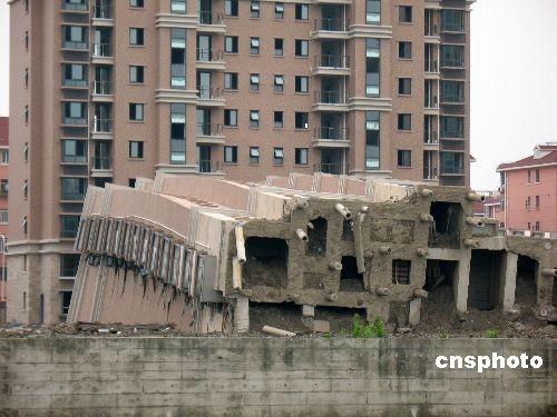 上海在建楼房倒塌事故已制订两套理赔方案