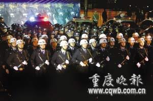 重庆打黑民警无节假日每天工作16小时