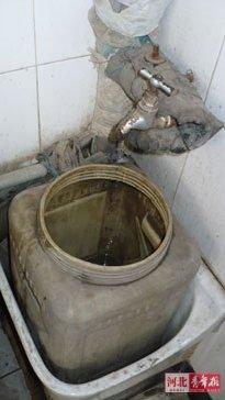 厕怕无水全景20141-公共厕所咋变成了 旱厕