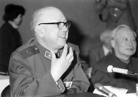 毛泽东设宴特意将钱学森安排坐身边