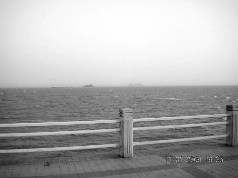 """一市民在会展中心海边拍摄到""""海市蜃楼""""奇观"""