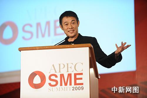 李连杰出席APEC会议发表英文演讲(图)