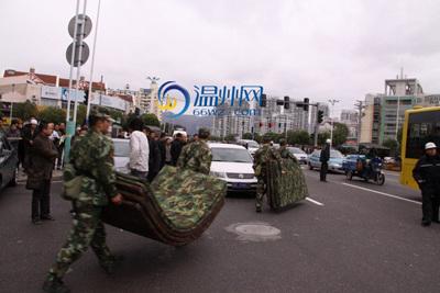 温州四名武警三秒钟同时开枪击毙劫匪