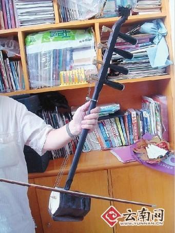 将二胡改良成有4根琴轴4根琴弦两玉溪人研制出四耳图片