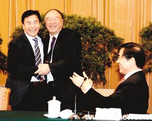原重庆市长王鸿举主动要求赴人大宣读辞职报告