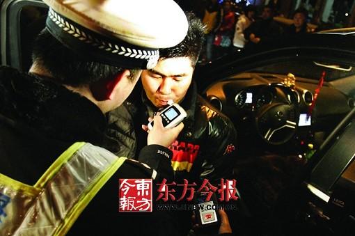 地下舞厅_全省清查公共娱乐场所 公安局局长带队抽查地下舞厅