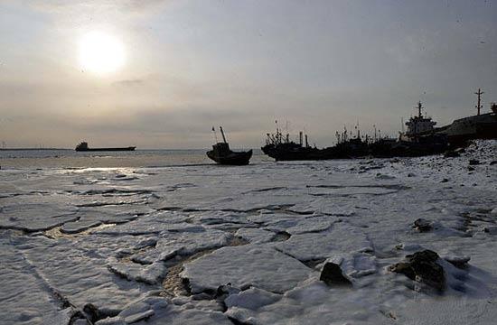 渤海黄海出现近30年最严重海冰冰情(组图)