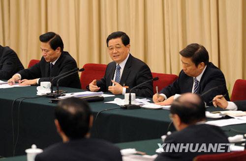 胡锦涛参加江苏团审议强调转变经济发展方式