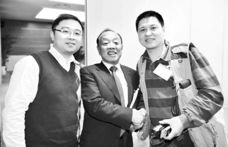 原外交部长李肇星会场反串当记者(图)
