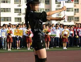 中学运动会女生着黑丝袜