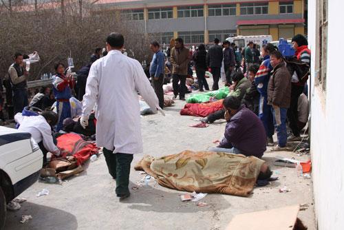 玉树刮起大风对救援造成极大影响最急需帐篷