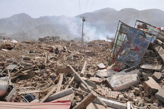 玉树州红十字会称70%学校发生垮塌