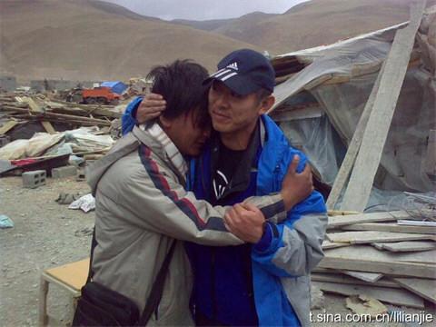 李连杰携带7卡车物资赴青海玉树灾区救援(图)