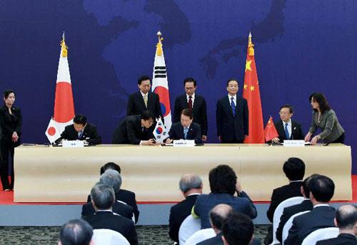 温家宝出席第三次中日韩领导人会议