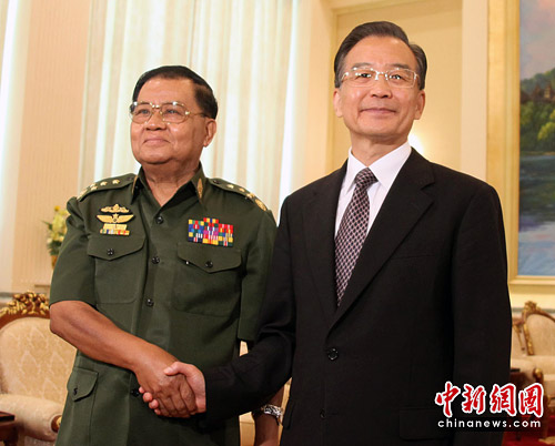 温家宝结束亚洲四国之行回到北京