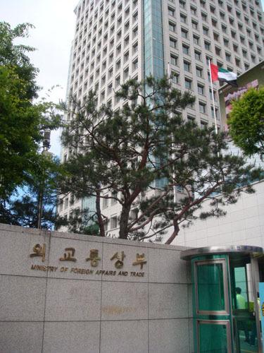中国青年代表团访问韩国外交通商部(图)