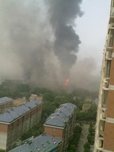 南京工厂因乙炔管道泄露发生爆炸(滚动播报)