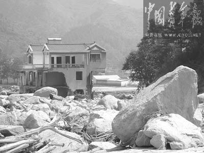 河南栾川大桥垮塌真相:溃坝致水淹县城冲毁大桥