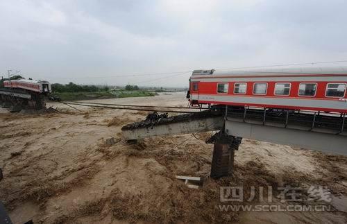 宝成线客车坠河事故乘客均转移 3名轻伤员送医