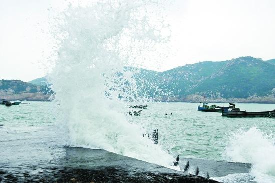 浙江沿海受台风鲇鱼外围环流影响刮起强风