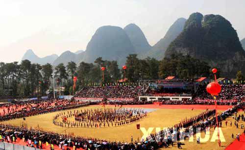 组图:广西柳州举行芦笙斗马节表演赛