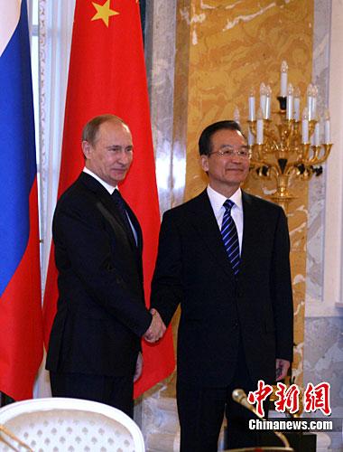 11月23日,中国总理温家宝与俄罗斯总理普京在圣彼得堡举行中俄总理第十五次定期会晤。中新社记者 周兆军 摄