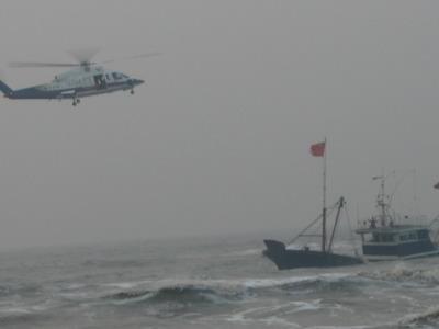 飞行队b-7312救助直升机立即从辽宁大连蓬莱机场起飞