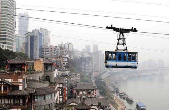 为重庆市民服役29年后,嘉陵江索道于3月1日停运,并准备拆除。