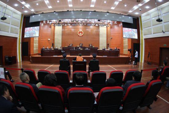 """4月19日,李庄""""漏罪""""案在重庆江北法院开庭审理。新华社发"""