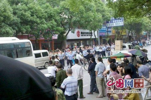 湖南衡东民众围堵交警事件续:交警中队长被撤职