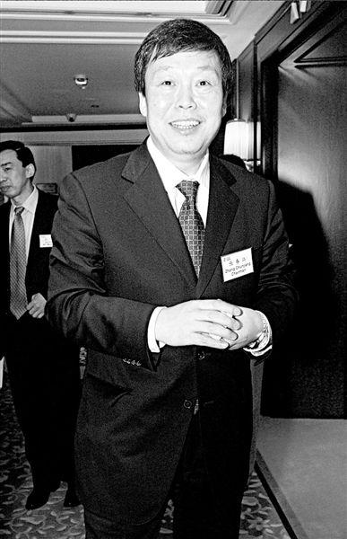 2005年4月6日,张春江在香港。图/CFP