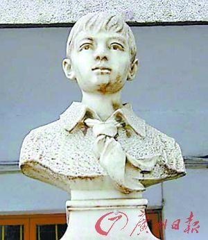 赖宁雕像(资料图片)
