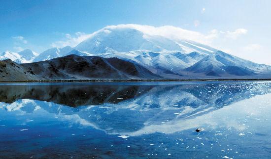 慕士塔格冰川远观图