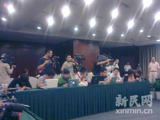 通气会现场聚集着媒体记者。新民网记者 李欣 通气会现场回传
