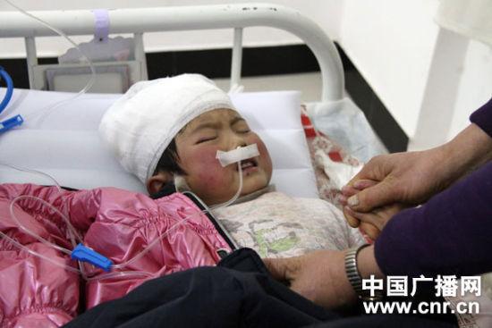 甘肃庆阳校车事故已21人遇难 两名副县长被停职