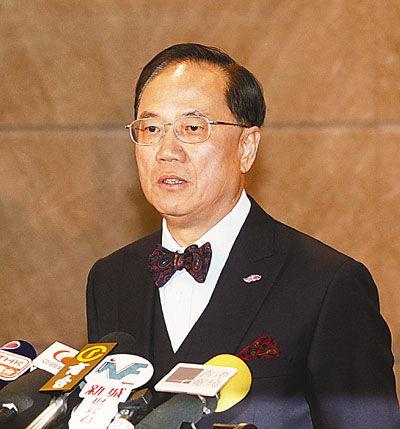 曾荫权致函全体公务员,强调在诚信问题上绝不会宽待自己。图片来源:香港文汇报