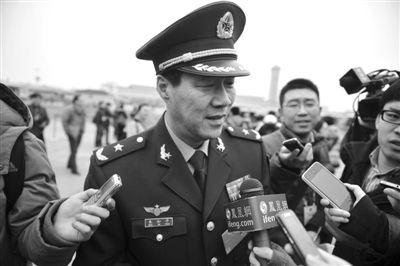 昨日,全国政协委员、空军指挥学院副院长朱和平(朱德之孙)接受采访。