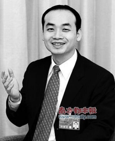 全国人大代表、南岭村社区党委书记张育彪