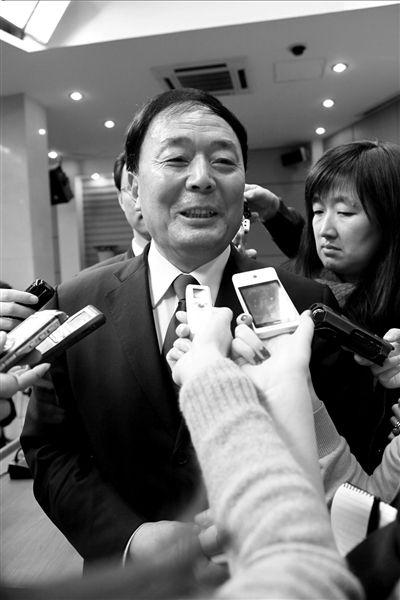 """去年2月24日,李家祥在国新办新闻发布会上介绍中国民航""""十二五""""发展规划。(资料图片)图/CFP"""