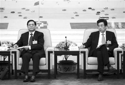 昨日上午,市委书记刘淇(左)和市长郭金龙(右)出席了全国人大北京团在人民大会堂举行的媒体开放日。本报记者 吴江 摄