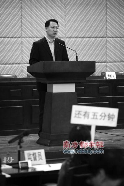 昨日,面试环节,竞选人郭元强在台上演讲。南都记者张志韬 实习生何恩明摄