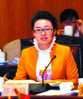 """参加全国""""两会""""的毕红珍。本报特派记者 刘健 梁峡林 摄"""