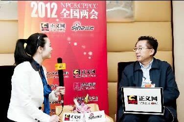 3月8日,全国人大代表陈旭(右)做客正义网。杨征摄